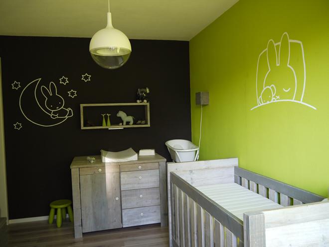 Steigerhouten babykamer