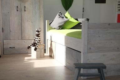Landelijke Kinderkamer Vuren : Complete kinderkamer halfhoogslaper steigerhout uit eigen